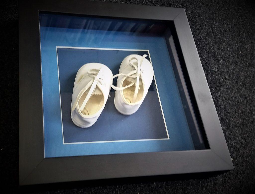Dziecięce-buty-w-ramce